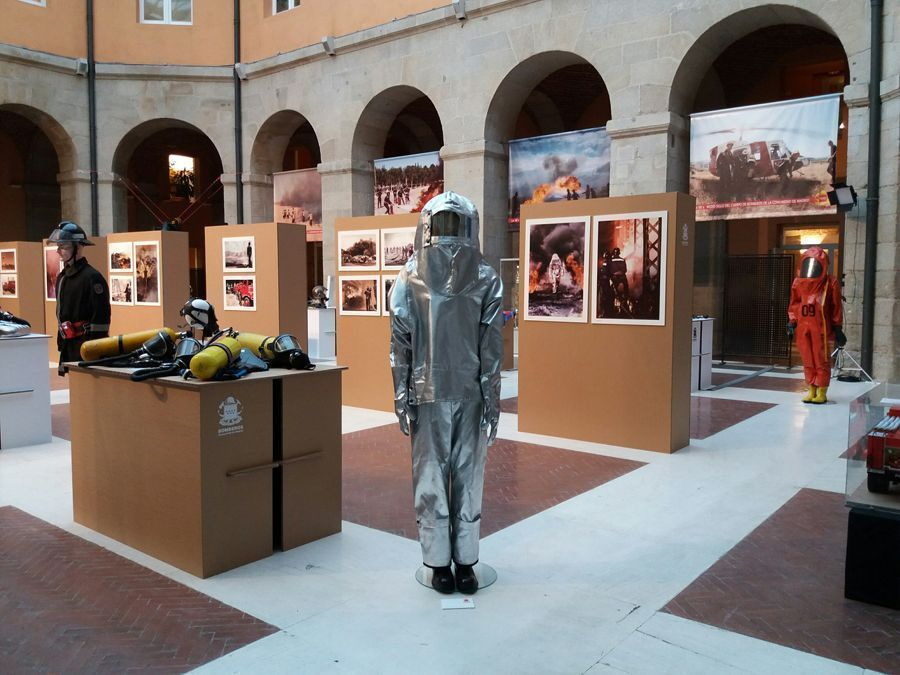 Exposición Bomberos de Madrid en la Real Casa de Correos