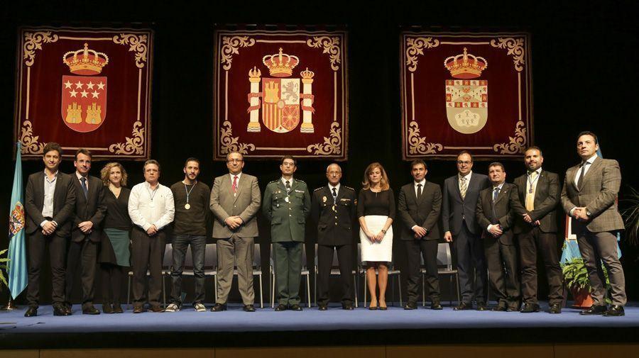 Foto familia premiados y portavoces Medallas de la Ciudad de Leganés