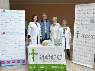 Mesa de la AECC en el Hospital de Alcorcón
