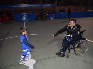 Rafa Aguiar realizó el saque de honor en el I Torneo Solidario de Fútbol Sala organizado por el CSD Parque de Lisboa