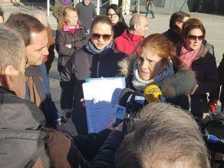 Sergio López acompaña a una treintena de vecinos para solicitar la rehabilitación integral del antiguo cementerio de Fuenlabrada