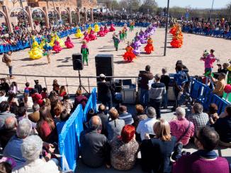 El color y la música, los protagonistas en los desfiles de carnaval de Leganés y La Fortuna