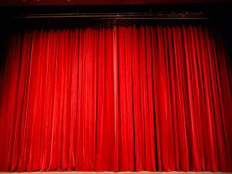 El teatro Price presenta una temporada primaveral llena de lentejuela, plumas y memoria del circo