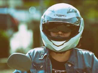 ¿Se necesita casco para conducir un patinete eléctrico en Madrid?