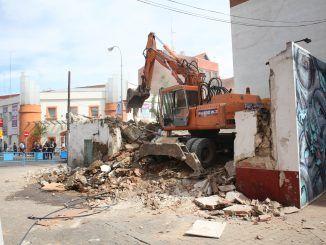 Derribo de dos casas en la calle La Plaza de Fuenlabrada
