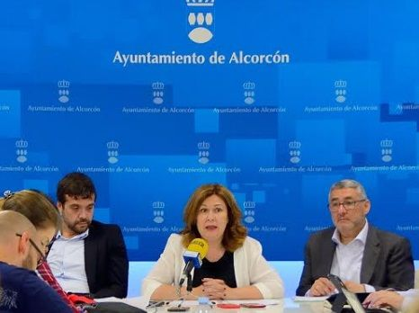 Natalia de Andrés, alcaldesa de Alcorcón, con aprte de su equipo de Gobierno.