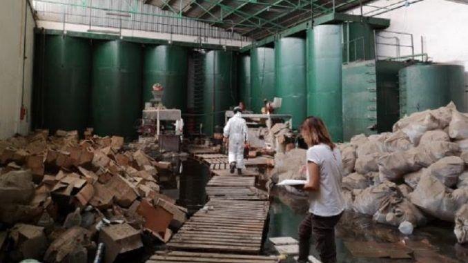 Alcorcón pide a la Comunidad que retire el aceite de colza de la calle Ebanistas