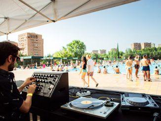 Madrid suena, festival en la piscina de la Villa de Vallecas.