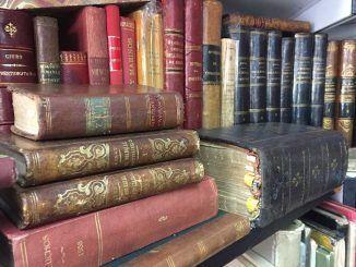 Libros de la Feria del libro viejo y antiguo.