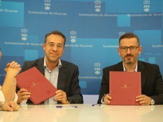 Firma del protocolo de actuación sobre el nuevo servicio de autobuses gratuitos.