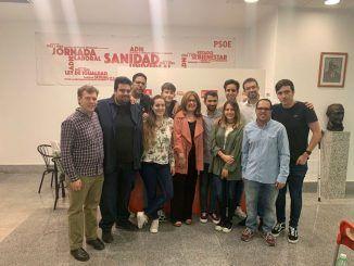 El nuevo Comité Ejecutivo Local de las Juventudes Socialistas de Alcorcón junto con Natalia de Andrés, alcaldesa de la ciudad.