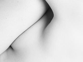 Always close', fotografías en blanco y negro del cuerpo humano, por Juan Francisco Camacho, en el Centro Municipal de las Artes