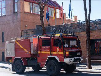 Los bomberos de Móstoles colaboran en la limpieza y desinfección de las residencias de la ciudad