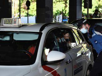 Policía controlando el acceso a zonas restringidas