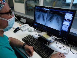 """Los médicos alertan del riesgo de contratación """"exprés"""" de sanitarios extranjeros"""