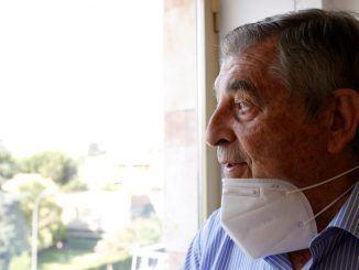Atacados por el virus y desprotegidos, así se sienten los mayores