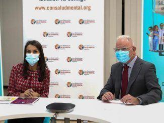 La Reina Letizia y El presidente de la Confederación Salud Mental, Nel González Zapico.