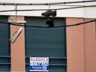 "Cartel ""Se Alquila"""