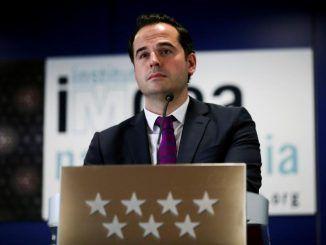 """Aguado rechaza pactar las cuentas con Vox si """"frivoliza"""" con el colectivo LGTBI"""