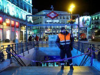 Imagen de una de las bocas de metro de la madrileña Puerta del Sol este miércoles