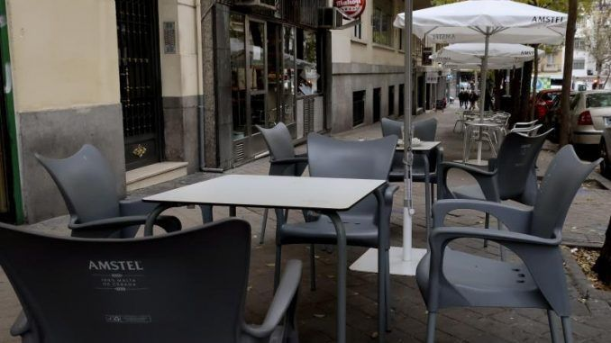 La terraza de un bar de la zona de Guzmán El Bueno.