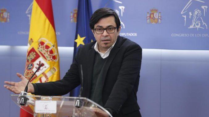 El diputado de PodemosGerardoPisarello comparece ante los medios de comunicación, este martes.