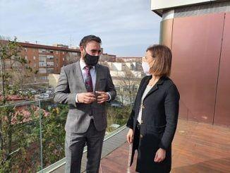 El concejal delegado de Innovación y Emprendimiento, Ángel Niño, y la concejala del distrito de Moratalaz, Almudena Maíllo.
