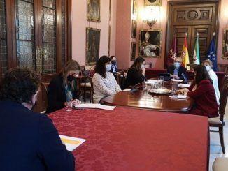 El Ayuntamiento culmina los encuentros con entidades y ONG para recabar sus experiencias y recomendaciones para la mejora de la atención a las personas sin hogar dentro de la Comisión no permanente para abordar la Emergencia Sociolaboral de Sevilla