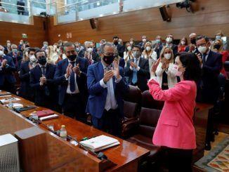 Ayuso es investida presidenta de Madrid con los votos de PP y Vox