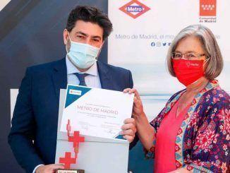 La Comunidad de Madrid recibe un reconocimiento de Cruz Roja por la labor de Metro durante la pandemia
